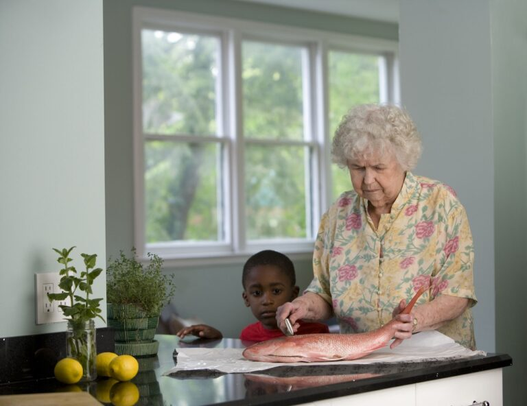 3 Ways To Make Your Elderly Loved One More Comfortable When Visiting You At Your Home